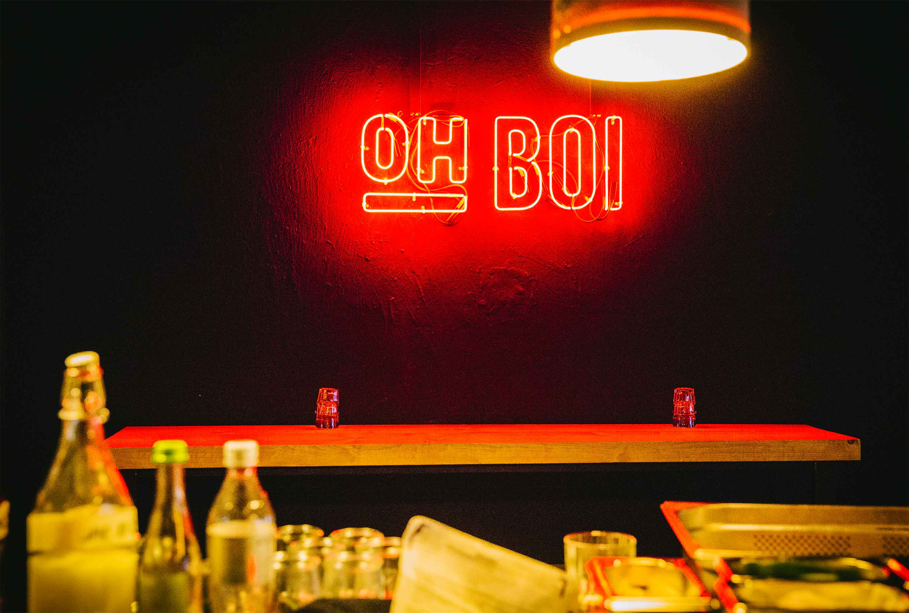 02-oh-boi-bar-food-augsburg-branding-design-neon-bar