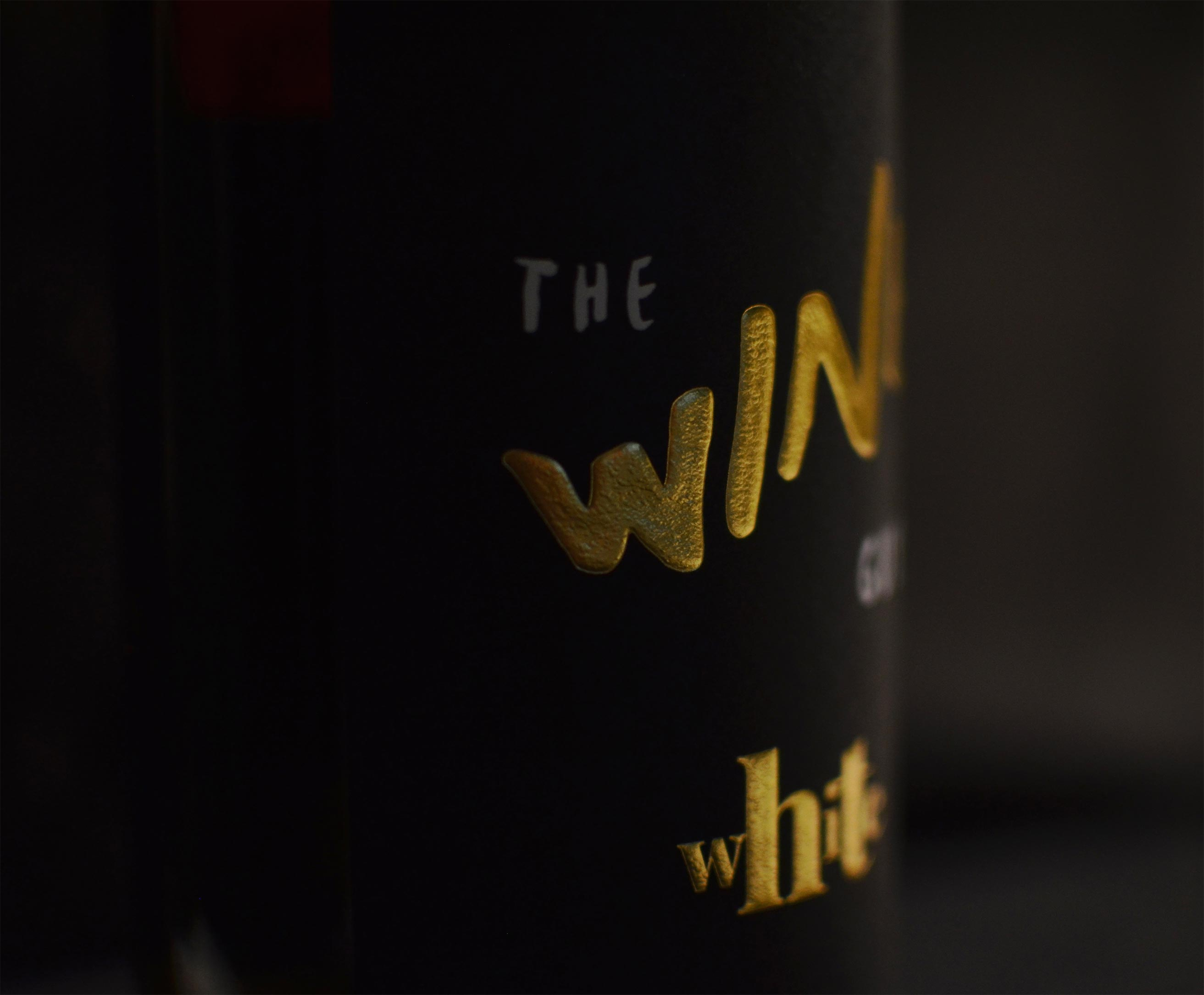 08-the-wine-guys-branding-design-label-bottle-close-up