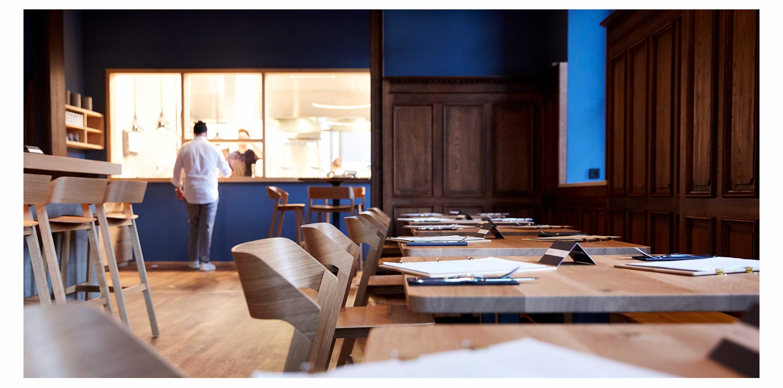 11-blaue-kappe-restaurant-augsburg-essen-trinken-corporate-design-branding-website-logo-gastraum