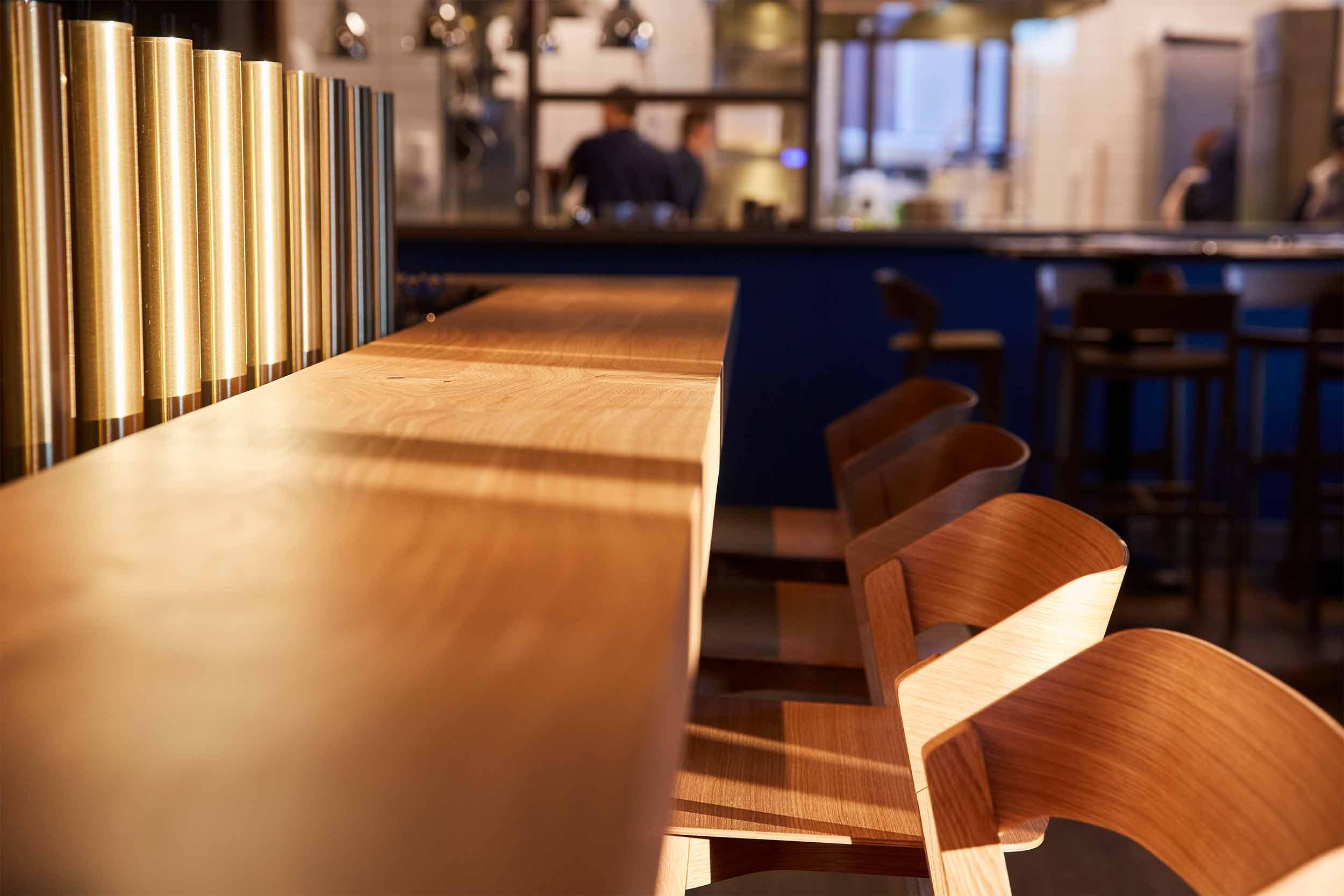 Blaue Kappe Essen und Trinken Augsburg Corporate Design und Website – Bar Closeup